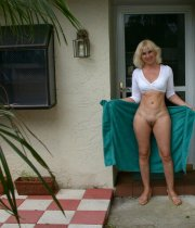 Perfect MILF photo shoot outdoors
