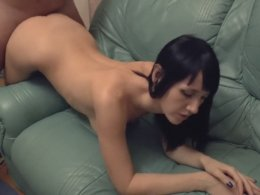 Amateur babe looks like she is a pornstar in this homemade video
