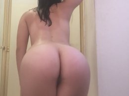 Desirable Teen Plays Around With Her Pussy In The Shower