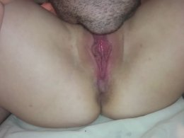 Pussy licking and pussy spreading between a couple