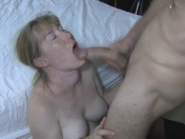 Sexy cougar knows how to suck a dick