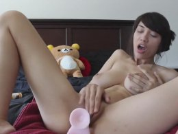 Amateur chick likes to use her new dildo