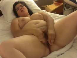 Solo BBW likes to play with her pussy