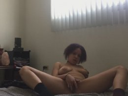 Amateur babe likes to satisfy her wet cunt