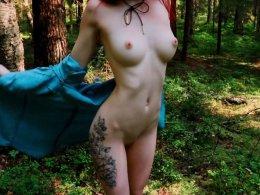 Tattooed cutie sucks a cock outdoors