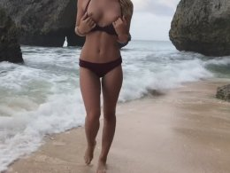 She lets me fuck her on the beach