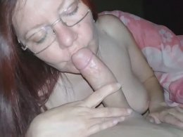 Mature hottie loves to suck a cock