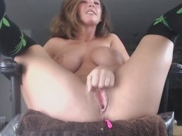 MILF babe with big tits spreads her legs and fingers her pussy