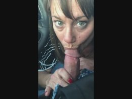 Horny mature slut grabs a dick firmly and blows in a car