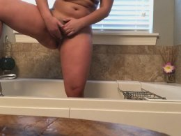 Big butt girl makes herself cum nicely in the bathroom