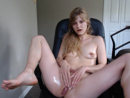 Wife oil her sexy body