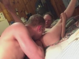 She spreads her legs for boyfriend's tongue until she cum