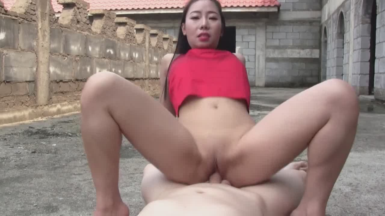 Outdoors Blowjob From An Amazing Asian Chick