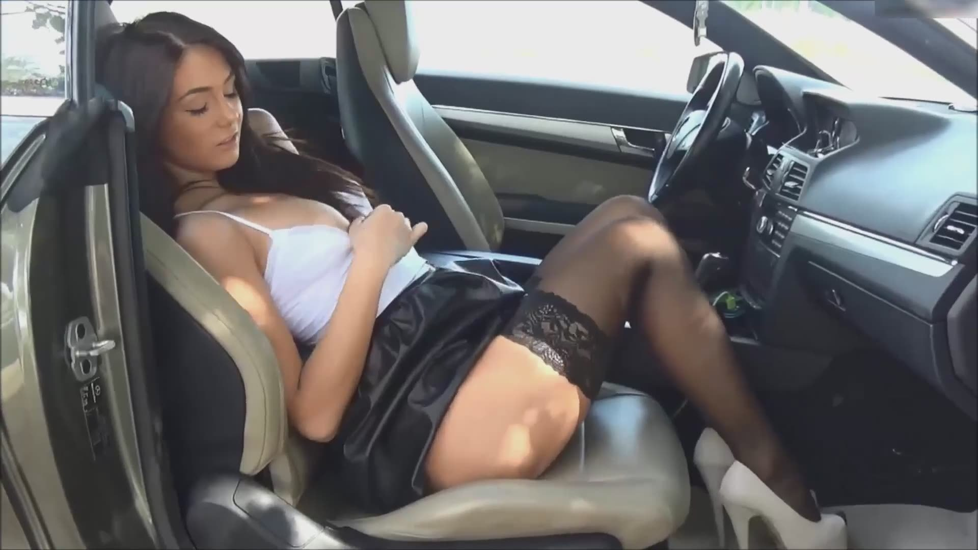 She Stopped The Car To Play With Her Shaved Cunt