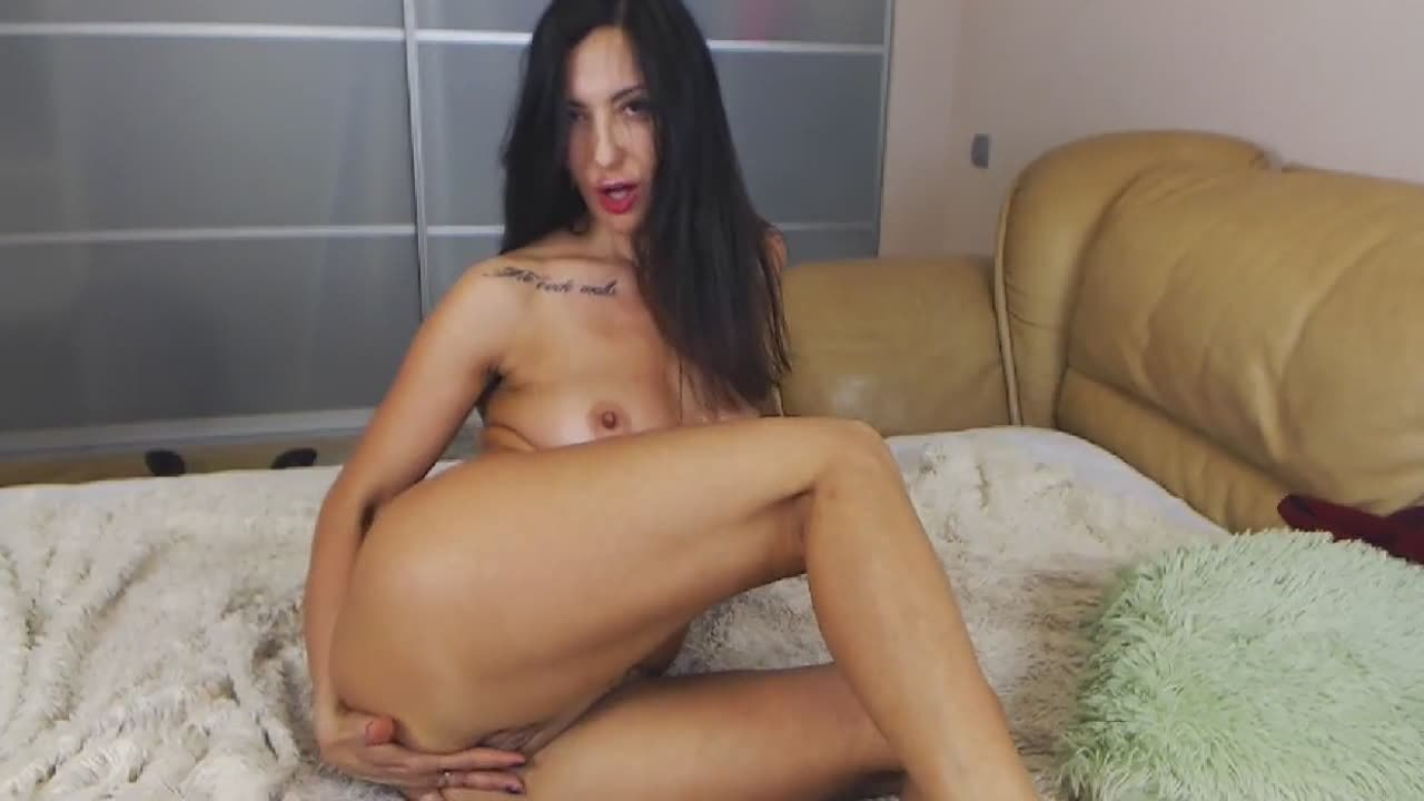 Amazing Camgirl Teases With Her Lusty Body Before Masturbating Passionately