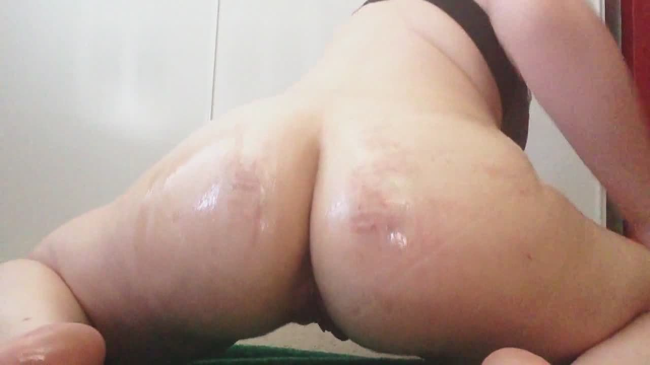 Chubby Oiled Babe Enjoys Herself By Riding A Sex Toy
