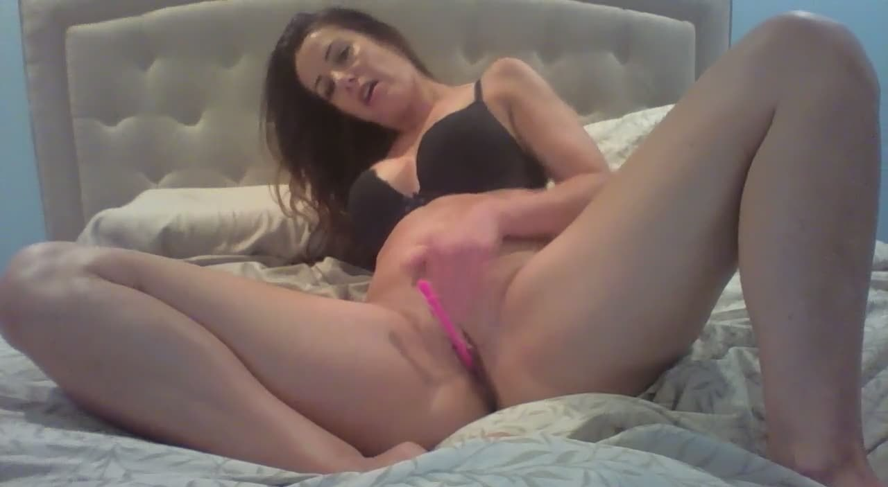 Not one second of her masturbating session is boring