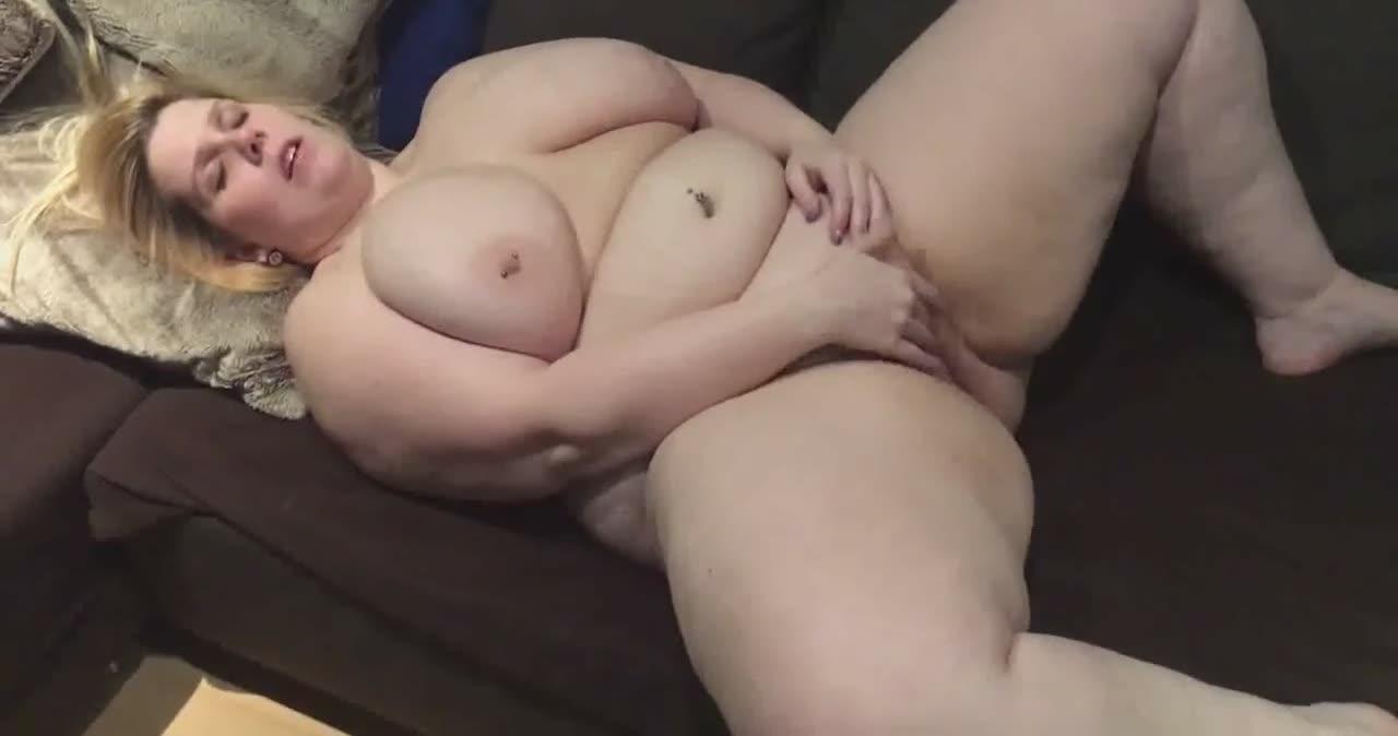 Big fat white chick stimulating her cunt